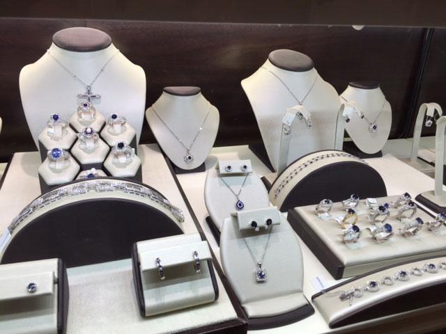 charlottes-edsbox-jewelry-displays-1.jpg
