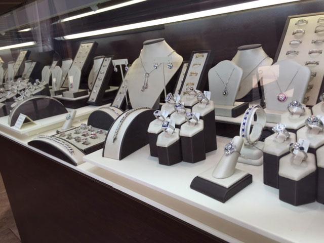 charlottes-edsbox-jewelry-displays-2.jpg