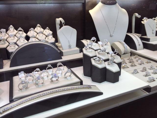 charlottes-edsbox-jewelry-displays-3.jpg