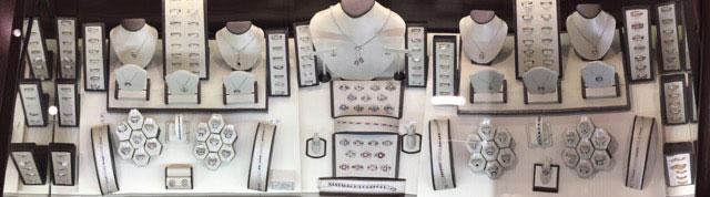 charlottes-edsbox-jewelry-displays-5.jpg