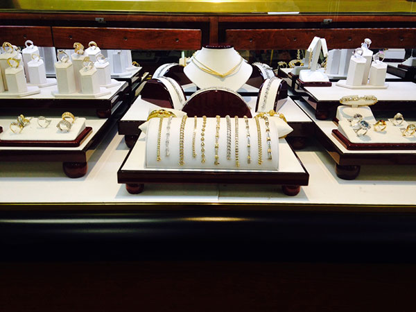 The Classic Rosewood Trim Jewelry Displays Eds Box
